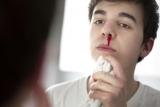 Насморк с кровью у взрослого при простуде: причины,