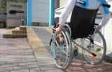 Пандус в подъезде для инвалидов: размеры, требования ГОСТ. Кто должен установить пандус на входе