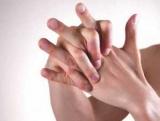 Аллергия на пальцах рук: причины, лечение, профилактика