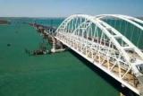 Туристам посоветовали погромче «забивать сваю» на Крымском мосту