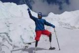 Безногий пенсионер вскарабкался на Эверест