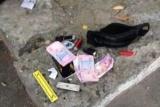 В Киеве, угрожая ножом, грабитель заставили мужчину снять деньги с банкомата